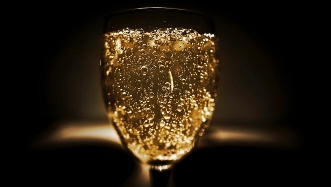 Пузырьки в цене: почему шампанское может резко подорожать почти на четверть