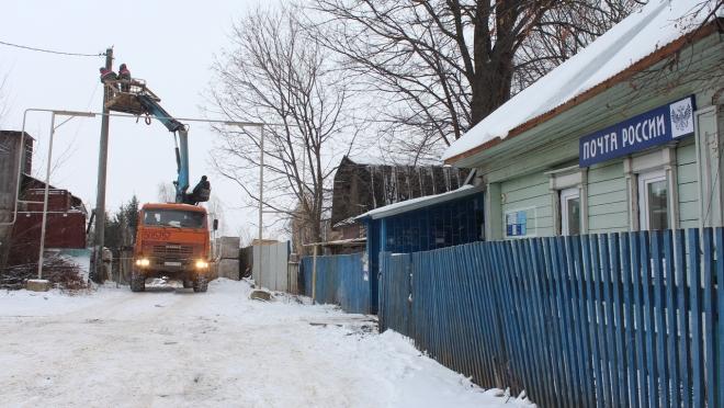 В Семёновке у здания почты повесили светильники