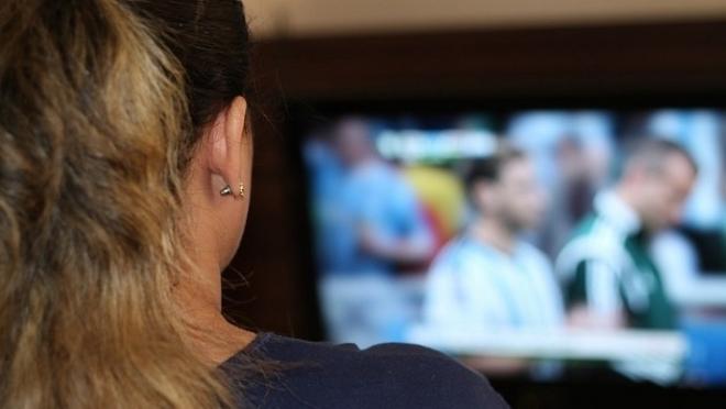 Почему люди так любят смотреть сериалы и жить придуманной жизнью