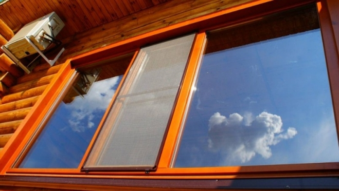 Деревянные окна: преимущества остекления из натурального материала