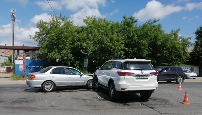 В Йошкар-Оле в столкновении иномарок пострадал малолетний пассажир