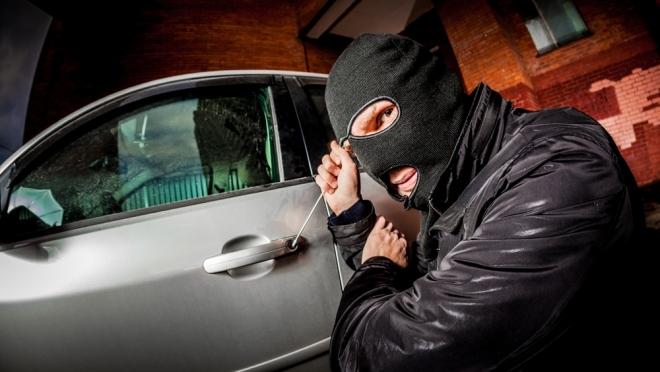 Двоих йошкаролинцев подозревают в серии краж из автомашин