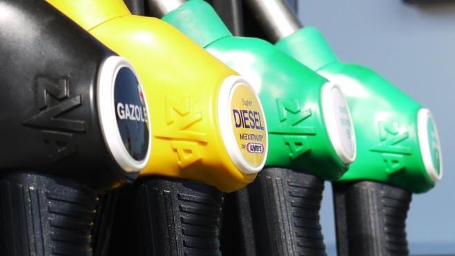 Крупные нефтекомпании начали поднимать цены на топливо на своих АЗС