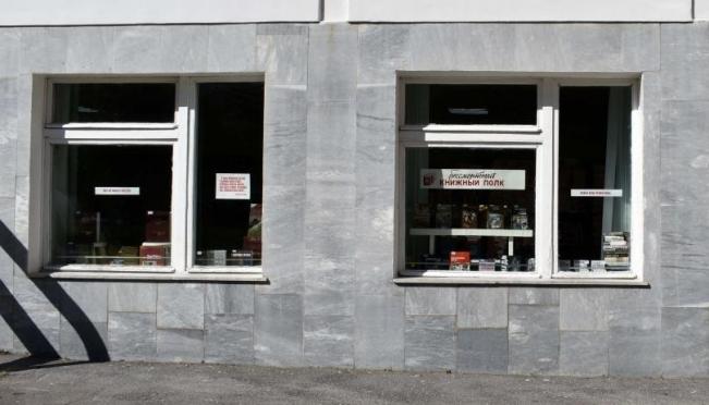 В окнах библиотеки имени С. Г. Чавайна развёрнут «Бессмертный книжный полк»