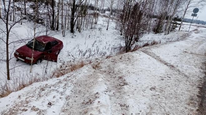В Параньгинском районе 61-летний водитель на «ВАЗ-2110» вылетел в кювет