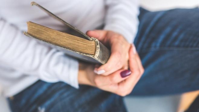 Жительница Волжска вместо металлоискателя получила рваные книги