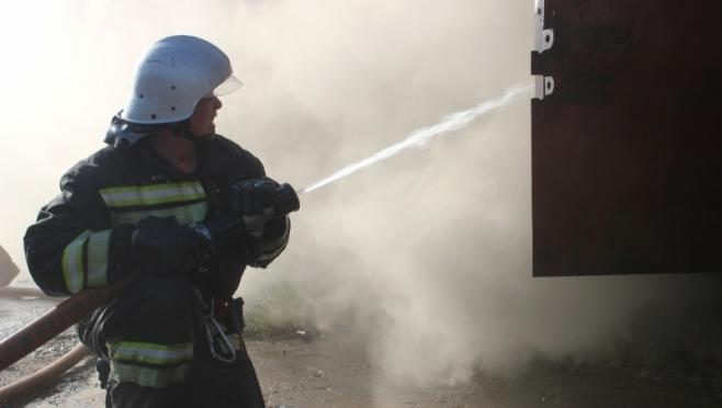 В Марий Эл четверо несовершеннолетних успели выбраться из горящего дома