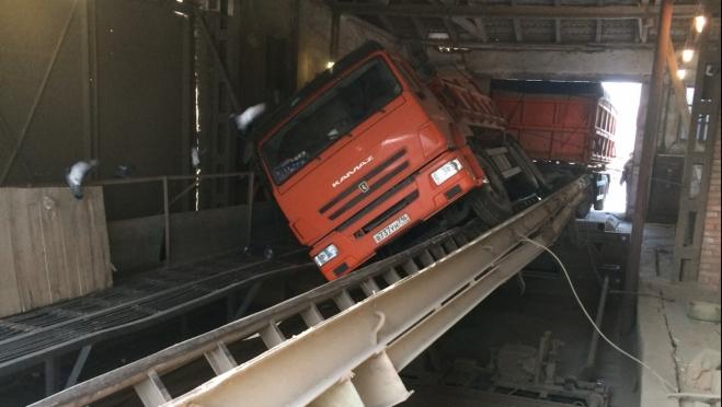 В Марий Эл возбуждено уголовное дело по факту гибели водителя при выгрузке зерна