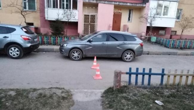 Во дворе дома по улице Панфилова сбили первоклассника