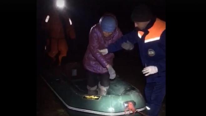Спасатели Марий Эл сняли рыбаков с оторвавшейся льдины