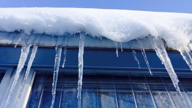 Две йошкаролинки пострадали от схода снежных масс с крыш домов