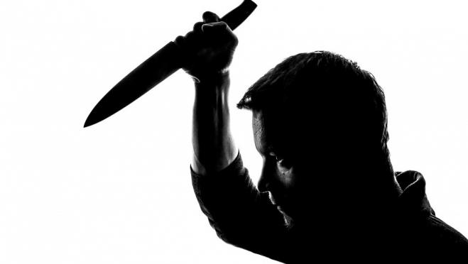 18-летний парень ударил ножом в живот жену и односельчанина
