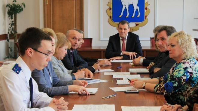 В мэрии встретились чиновники, профсоюз и работодатели