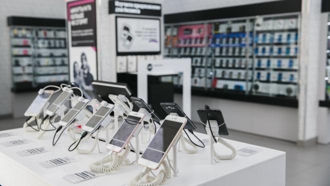 Tele2 в салонах связи предлагает кредиты на смартфоны и аксессуары клиентам из стран СНГ