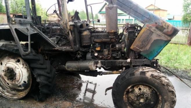 В Пектубаево сгорел трактор