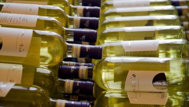 Специалисты Роскачества дали несколько советов по выбору белого вина