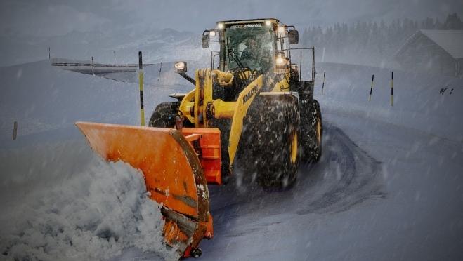 На федеральных трассах работает снегоуборочная техника