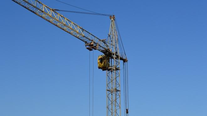 Судебные приставы приостановили работу опасного башенного крана в Йошкар-Оле