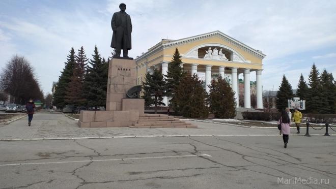 В субботу запретили парковаться на площади им. Ленина