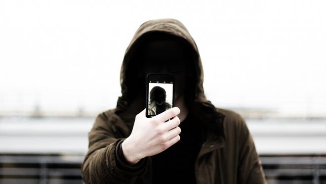 Пенсионер потерял телефон и лишился почти 54 тысяч рублей