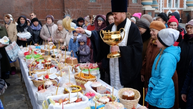 В Великую субботу в храмах освятят пасхальную снедь