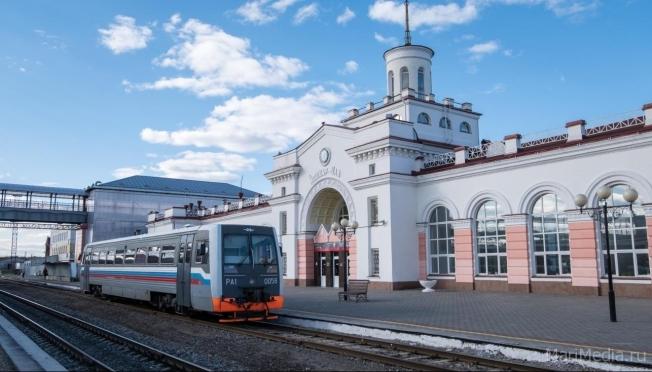 На железнодорожных вокзалах, станциях и платформах наносят спецразметку