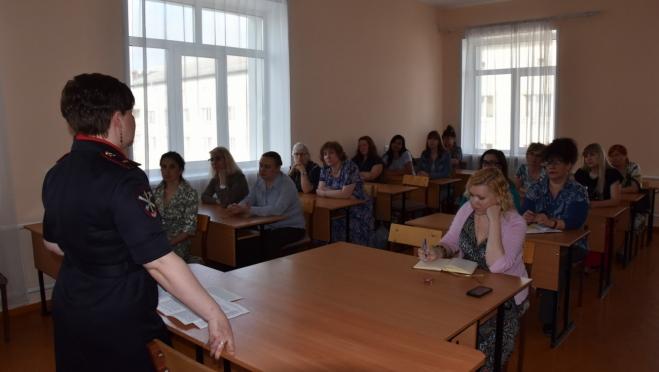 Педагогам колледжа культуры и искусств рассказали о подростковой преступности в Йошкар-Оле