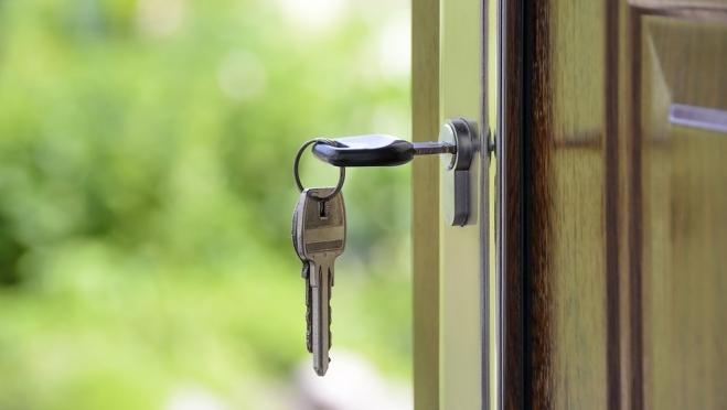 В период пандемии сократилось число операций с недвижимостью