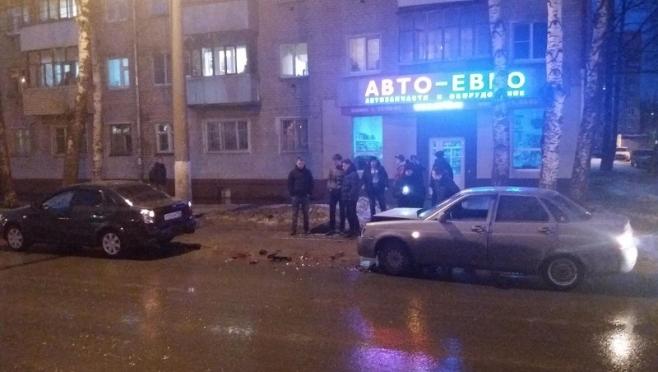 18-летний водитель врезался в припаркованную машину в Йошкар-Оле